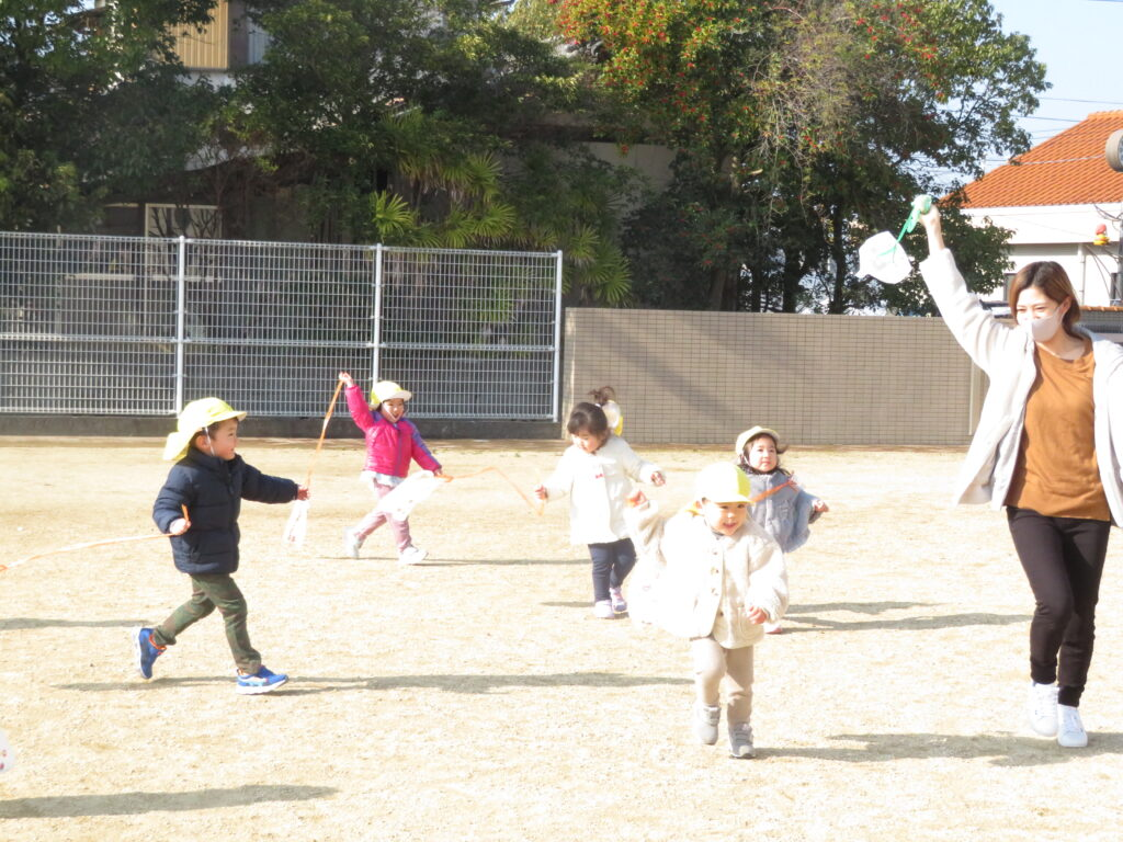 凧を作ってみんなで凧揚げをしたよ!