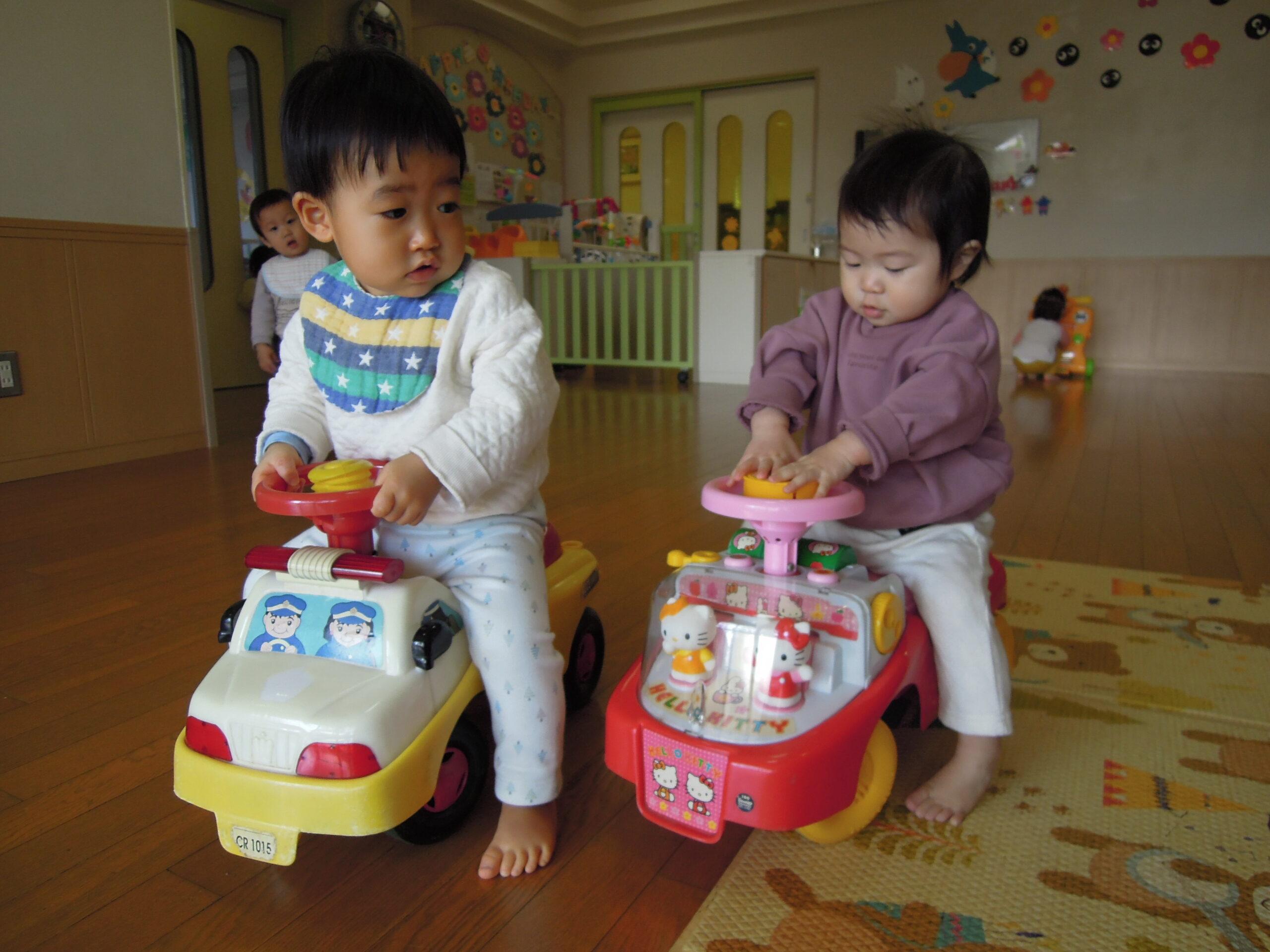室内自動車も上手に乗れるようになりました