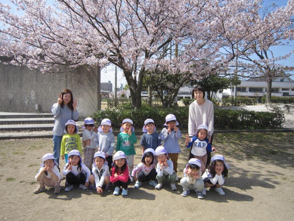 今年度もみんなで桜を見に来ることができました☆