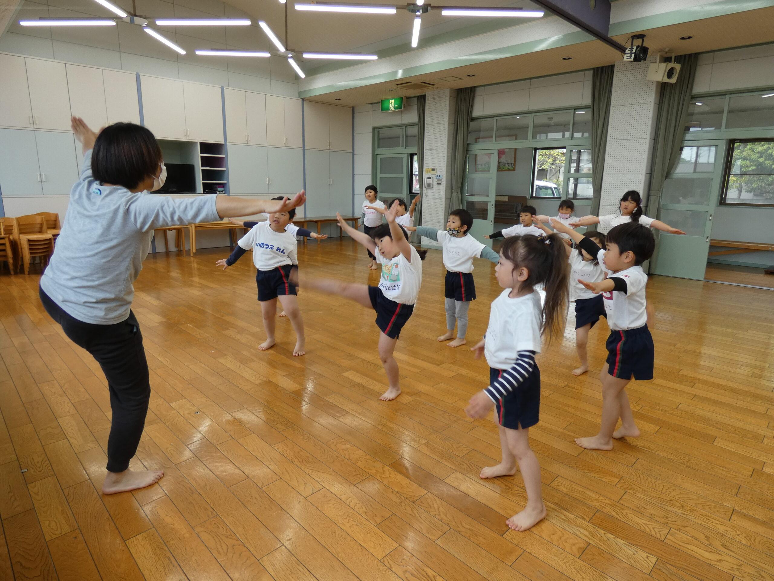 体操教室☆先生と同じ動きをしてみよう!