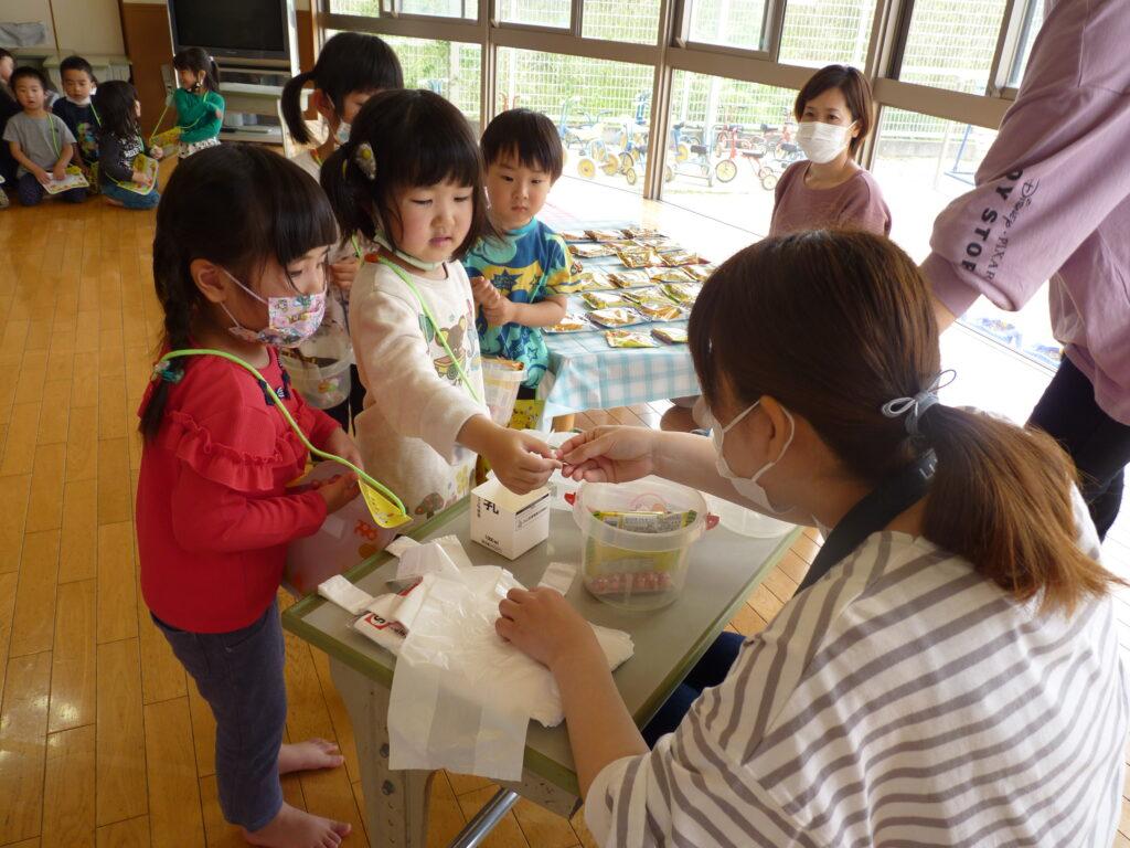 なかよしピクニック~みんなでお買い物ごっこ♪おいしそうな駄菓子 たくさん買えたよ!~