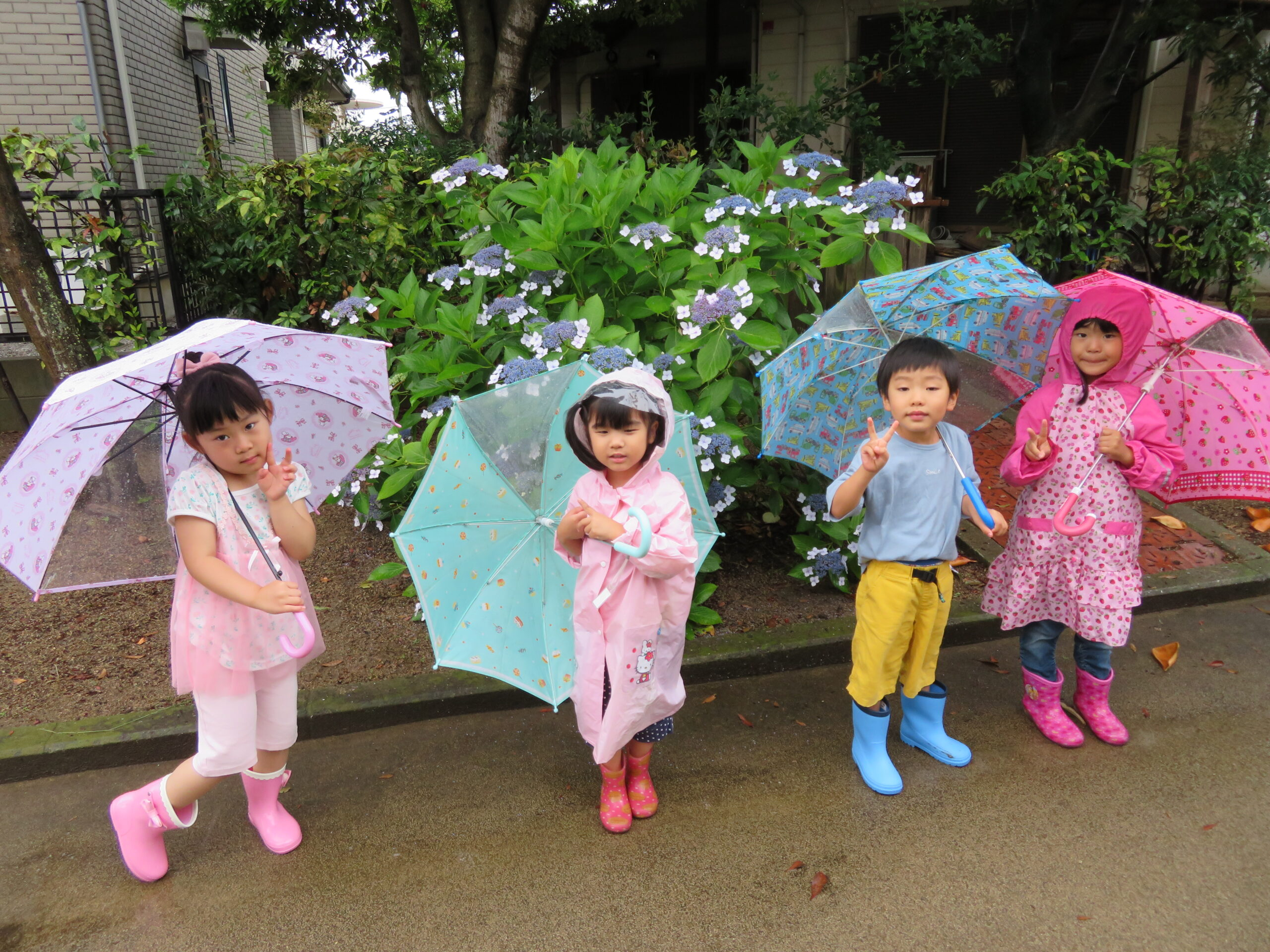 お気に入りの傘や長靴を身につけて楽しむことができました!